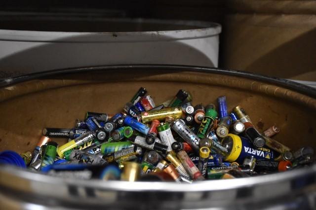 Школы оборудуют пунктами для сбора батареек